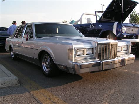 Lincoln Town Car | Lincoln Town Car lowered with wire